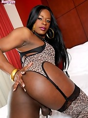 Ebony TS babe who loves to bottom