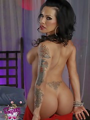 Irresistible big titted Foxxy seduces & fingers