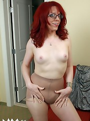 Sexy MILF Wendy Summers in Pantyhose